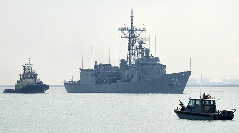 HMAS Melbourne arrives at the naval support in Bahrain for replenishment for her voyage home. Photo by corporal Mark Doran.