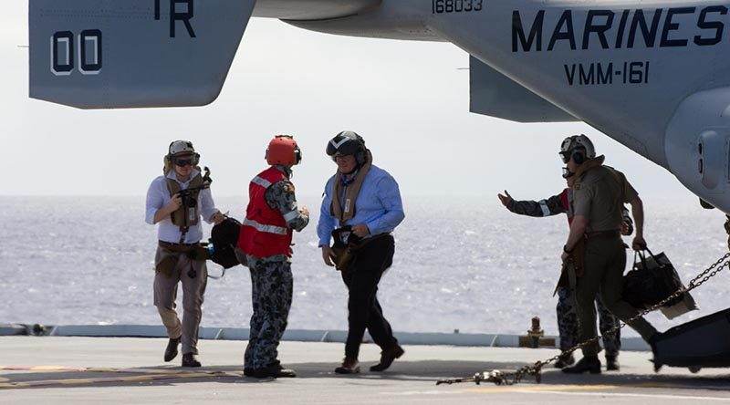 Governor General of Australia General Sir Peter Cosgrove disembarks a US Marine Corps MV-22 Osprey on HMAS Canberra during a visit to RIMPAC. Photo by Able Seaman Steven Thomson