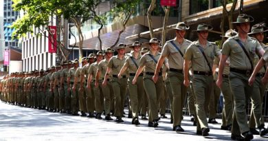 Soldiers from 7th Brigade are welcomed home from deployments overseas by the people of Brisbane with a parade through the city's streets on 17 September 2016. Photo by Corporal Max Bree
