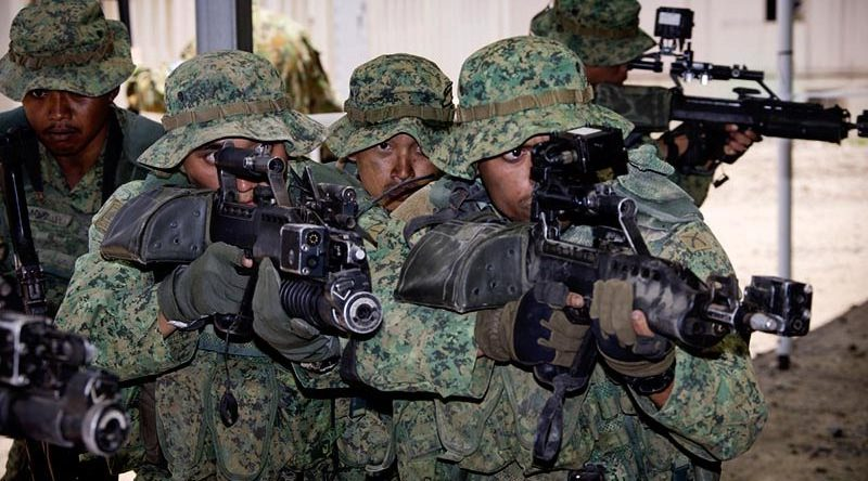 Singapore Army soldiers demonstrate urban assault techniques at the Shoalwater Bay training area. Photo by Corporal David Cotton.
