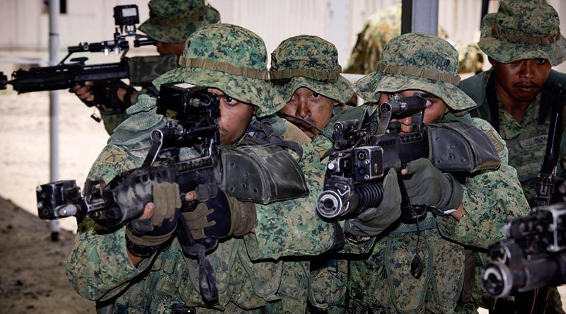 Singapore Army soldiers demonstrate urban assault techniques at the Shoalwater Bay training area, Queensland, during Exercise Trident in November 2014.