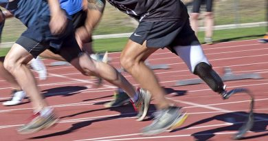 ADF and RSL members compete in a 100m heat at Invictus Games selection trials. Photo by Leading Seaman Jayson Tufrey.
