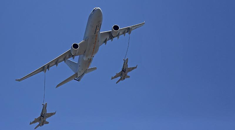 An Air Force KC-30A Multi-Role Tanker Transport aircraft simulates the air-to-air refuelling of two F/A-18 Hornets at the 2017 Australian International Airshow.