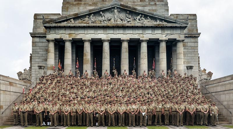 Members of the 4th Brigade Australian Army at the Shrine of Remembrance in Melbourne on Anzac Day 2017. Photo by Signalman Kenneth Wu.