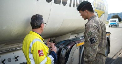 Private Lawrance Prasad from 2CSSB, Linton, receives familiarisation training from Steve Randall of Linfox Logistics NZ, before starting emergency fuel deliveries. NZDF photo.