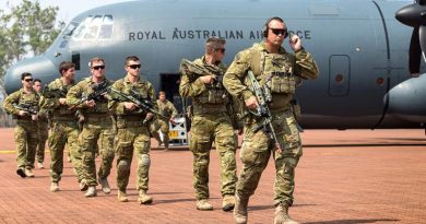 Soldiers from 1st Battalion, Royal Australian Regiment exit a No 37 Squadron C-130J Hercules at RAAF Base Scherger for Exercise Northern Shield 2017. Photo by Corporal David Said.