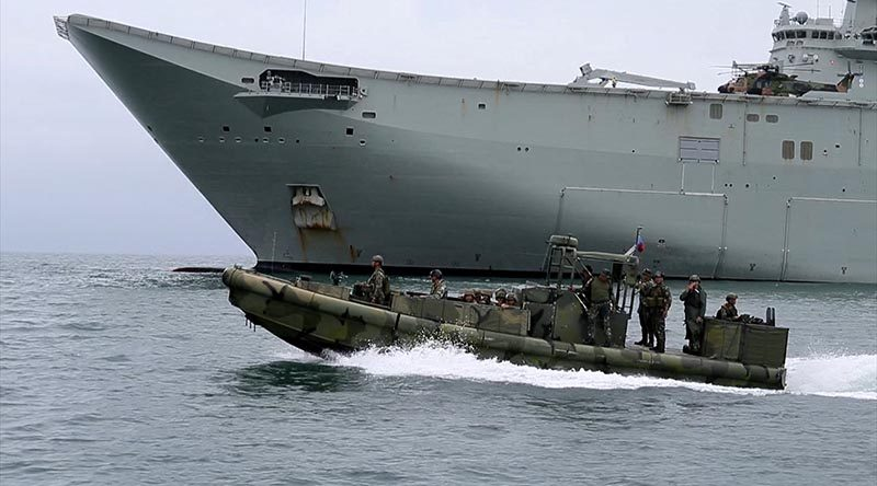 Landing craft from the Royal Australian Navy and Australian Army in formation with Philippine Marine Corps small unit riverine craft, during humanitarian assistance and disaster relief training conducted from HMAS Adelaide in Subic Bay, Philippines, for Indo Pacific Endeavour 2017. Photo by Leading Seaman Peter Thompson.