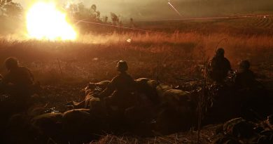 Australian Army soldiers detonate an M18A1 Claymore anti-personnel weapon during a 7th Brigade combined-arms training activity in Shoalwater Bay. Photo by Leading Seaman Jayson Tufrey.