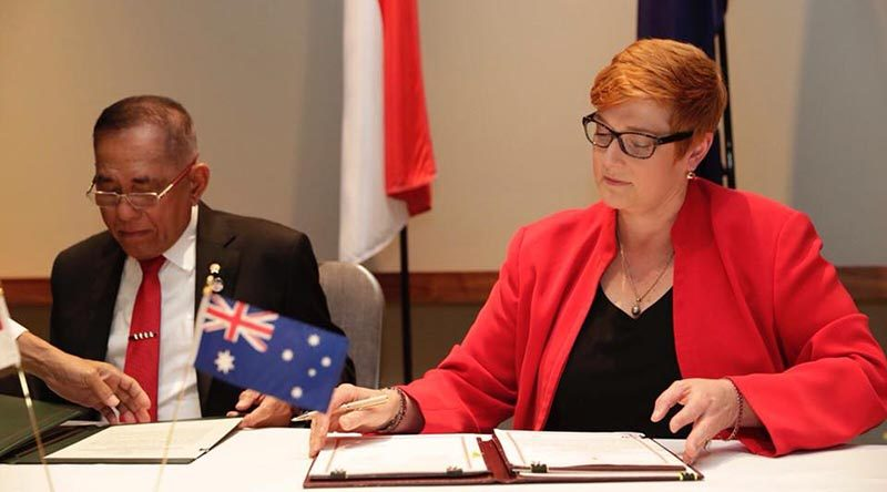 Minister for Defence Marise Payne and Indonesian Minister of Defence Ryamizard Ryacudu sign the Australia-Indonesia Defence Cooperation Arrangement. From Minister Payne's Facebook page.