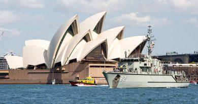 HMAS Huon sails through Sydney Harbour to begin a north-east Asia deployment. Photo by Able Seaman Tara Byrne.
