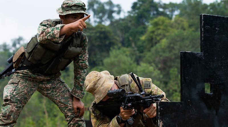 Australian Army officer Liuetenant Duncan Yates from 3rd Battalion, Royal Australian Regiment, is coached through an urban shooting course by Malaysian Armed Forces soldier Sergeant Azmir Azman during a joint live-fire exercise at Terendak Barracks, Malaysia, during Indo-Pacific Endeavour 2019. Photo by Able Seaman Kieren Whiteley.