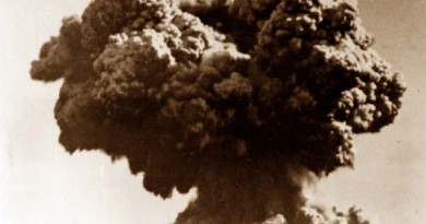 Atomic bomb detonated off Western Australia as part of Operation Hurricane test blast, 3 October 1952.