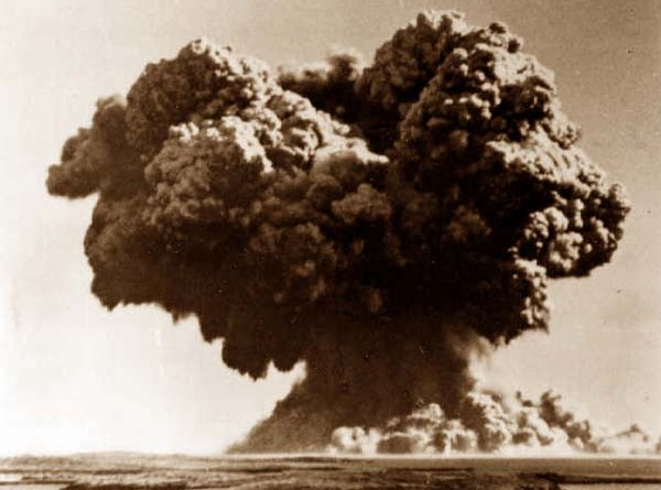Atomic bomb detonated off Western Australia as part of Operation Hurricane test blast, 3 October 1952.