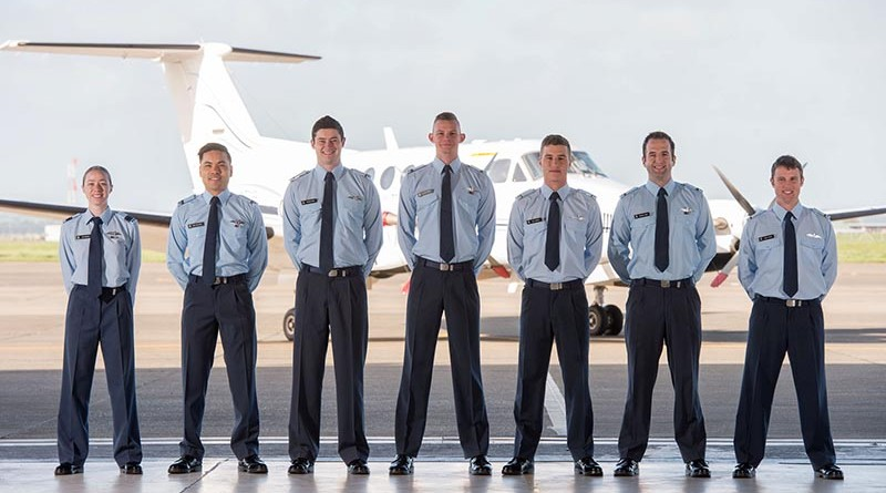Left to Right: FLTLT Alex Borlase, PLTOFFs Chris Fon-Lowe, Tristan Nysse, Alastair Brown, Max Longdill, Andrew Sunde, James Patrick. NZDF photo.