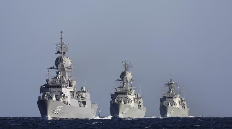 Anzac-class frigates HMAS Ballarat (155), HMAS Anzac (150) and HMAS Stuart (153) transit through Cockburn Sound in Western Australia on the way to Fleet Base West. Photo by Chief Petty Officer Damian Pawlenko