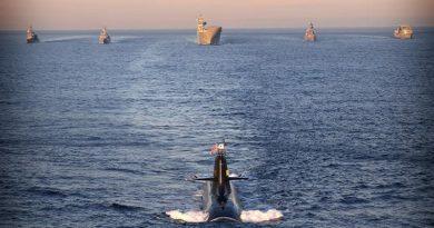 JS Hakuryu leads (l-r) JS Asayuki, HMAS Ballarat, HMAS Adelaide, JS Umigiri and HMAS Success in formation on approach to Sydney during Exercise NICHI GOU TRIDENT. Photo by Leading Seaman Nina Fogliani