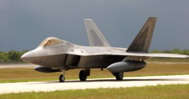A USAF F-22 taxis at RAAF Base Tindal. Photo by Terry Hartin.