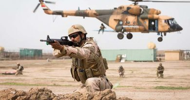 An Iraqi Army soldier provides security for an Iraqi Army Mi-17 helicopter during live-fire assault scenario with Australian and New Zealand Defence Force trainers from Task Group Taji 4 at Taji Military Complex, Iraq. Photo by Corporal Kyle Genner.