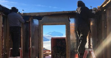 NZ Army engineers dismantle a building in Antarctica. NZDF photo.