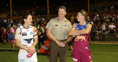 Major General Gus McLachlan meets AFLW players Private Heather Anderson from the Adelaide Crows and Private Kate Lutkins from the Brisbane Lions after their 2017 AFLW Round 5 match on 4 March in Adelaide. Photo by AFL Media.