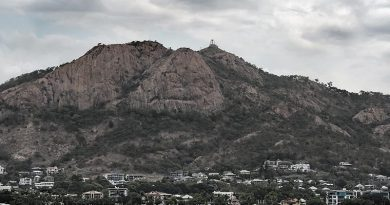 Townsville overshadowed by Castle Hill. Photo by Glen McCarthy.