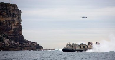 A Landing Craft Air Cushion (LCAC) from USS Bonhomme Richard enters Sydney Harbour. Photo by Petty Officer Yuri Ramsey.