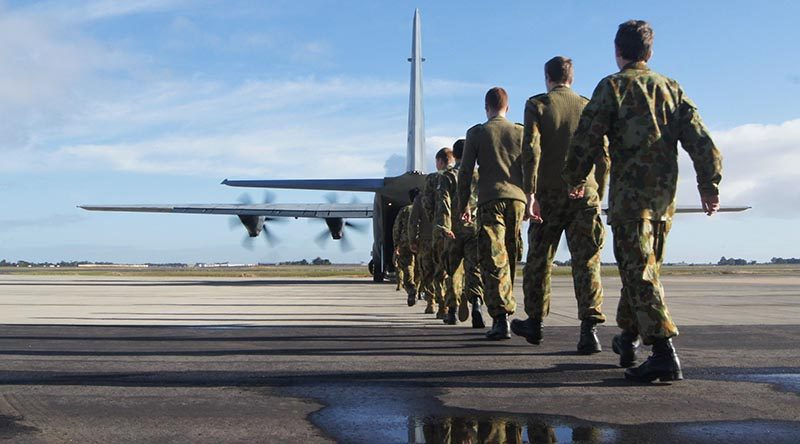 6 Wing Air Force Cadets embark a 37 Squadron C-130J Hercules. Image by PLTOFF (AAFC) Paul Rosenzweig.
