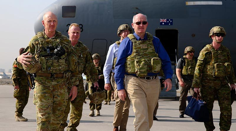 Governor General Sir Peter Cosgrove and Commander of Joint Task Force 633 Major General John Frewen (left). Photo by Corporal Max Bree.