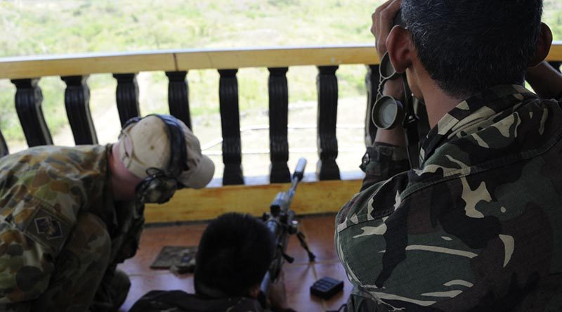 Philippine soldiers receive marksmanship training from an Australian 2nd Commando Regiment soldier at Fort Magsaysay, Philippines, during Exercise Balikatan 2014. Photo by Sergeant Robert Hack.