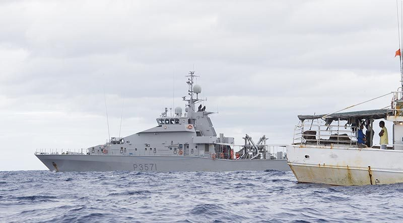 HMNZS Hawea approaches a fishing vessel while on fisheries and customs patrols off Fiji. NZDF photo.