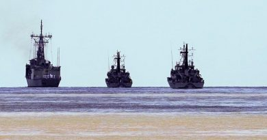 HMAS Darwin departs Darwin Harbour for the final time, in formation with HMA Ships Broome and Bathurst. Photo by WO2 Chris Houghton.
