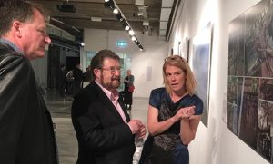 Senator Derryn Hinch discusses a veteran's artwork with ANVAM Head of Arts Programs Tanja Johnston and curator Bruce Copland. ANVAM photo.