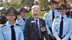 6 Wing cadets with former RAAF Warrant Officer Doug Leak, Bomber command veteran and recipient of the French Légion d'honneur (left to right): LCDT Ana Ribeiro Dos Santos and CCPL Kelly Parkin (613 Squadron), LCDT Elias Neocleous (609 Squadron), and LCDT Courtney Semmler (608 Squadron). Photo by Flying Officer (AAFC) Paul Rosenzweig.
