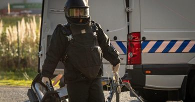 A member of New Zealand's Special Ops Command E Squadron, bomb-disposal team. NZDF photo.