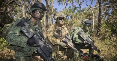 Australian soldier Lance Corporal Chris Gagliardi, 7RAR on exercise with Singapore Army soldiers in Shoalwater Bay Training Area. Photo by Corporal David Cotton.