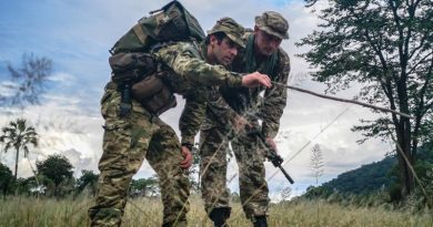 Lance Corporal Jed Maskill (left), from 1 RNZIR, teaches tracking tactics to a British Army soldier in Malawi. NZDF photo.