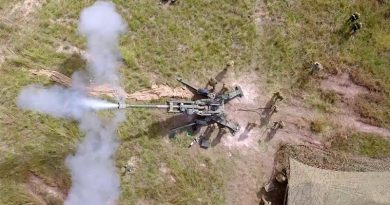 Japanese and Australian soldiers fire artillery in Shoalwater Bay Training Area. Photo by Corporal Tristan Kennedy.