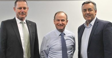 Former RSM-A Don Spinks, Major General Mark Kelly and Minister for Veterans and Defence Personnel Darren Chester.