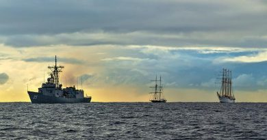 HMAS Melbourne leads STS Young Endeavour and Chilean Navy tall ship, Buque Escuela Esmeralda into Sydney Harbour. Photo by Leading Seaman Jarrod Mulvihill.