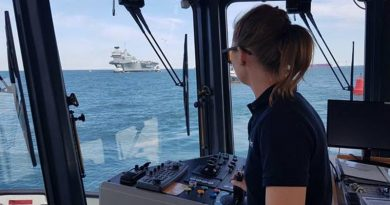 Australian tugmaster trainee Alicia Pollock at the helm of a Portsmouth, UK, tug, with HMS Queen Elizabeth inward bound. Photo by Rob Hinton @TugmasterRob