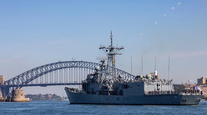 Royal Australian Navy ship HMAS Melbourne sails into Sydney Harbour for her final time after 27 years of service. Photo by Signalman Robert Whitmore.