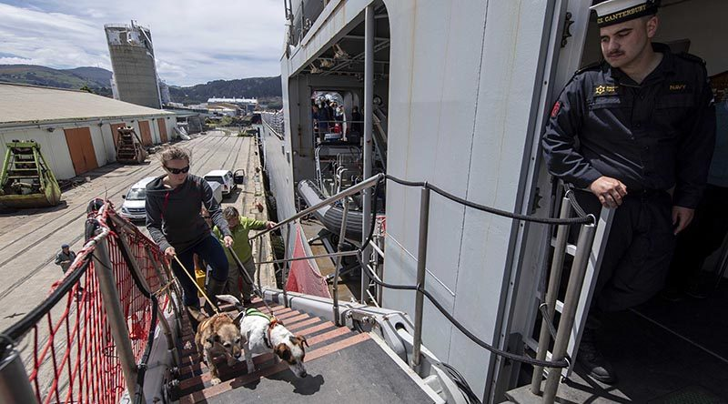 Department of Conservation staff and dogs embark onto HMNZS Canterbury, headed for Subantarctic islands. RNZDF photo.