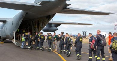 A RAAF C-130J Hercules loads South Australian fire fighting deploying to northern New South Wales. Photo by Corporal Bill Solomou.
