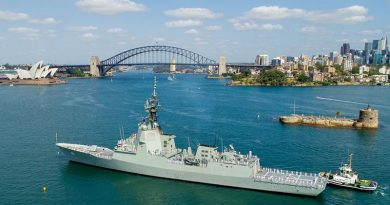 HMAS Brisbane sails towards Garden Island, Sydney, after a five-month deployment to the United States of America. Photo by Petty Officer Justin Brown.
