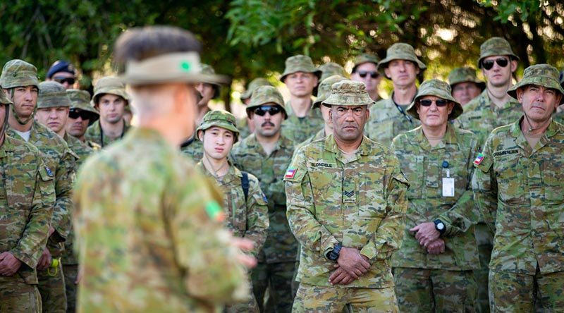 Brigadier Damian Cantwell, Commander of the 9th Brigade, Australian Army, briefs reservists from the 10th/27th Battalion, Royal South Australia Regiment, before they deploy to Kangaroo Island, SA, during Operation Bushfire Assist. Photo by Corporal Tristan Kennedy.