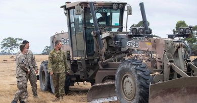 New Zealand Army soldiers from 2ER assist ADF counterparts on Kangaroo Island during Operation Bushfires Assist. NZDF photo.