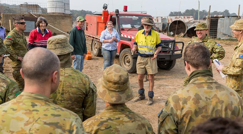 NSW Rural Fire Service Deputy Captain Bobby Boate briefs members of the Australian Army Reserve before their next support task in Jerangle, NSW. Photo by Lance Corporal Brodie Cross.