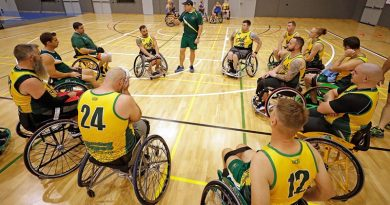 Australian Invictus Games Wheelchair sports coach Navy Warrant Officer Andrew Bertoncin speaks with the Wheelchair Basketball team during a training session in Townsville. Photo by Leading Seaman Jason Tufrey.