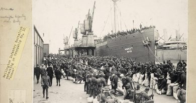 The Wellington Infantry Battalion preparing to board a troopship in October 1914. Few survived Gallipoli unscathed. By late September 1915 the battalion had experienced an attrition rate of more than 170 per cent. Alexander Turnbull Library, PA1-f-022-6-1