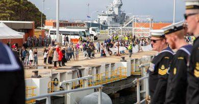Friends and family of HMAS Toowoomba's ship's companyline the wharf as the ship berth's alongside Parkes Wharf, HMAS Stirling, Western Australia. Photo by Able Seaman Lincoln Commane.
